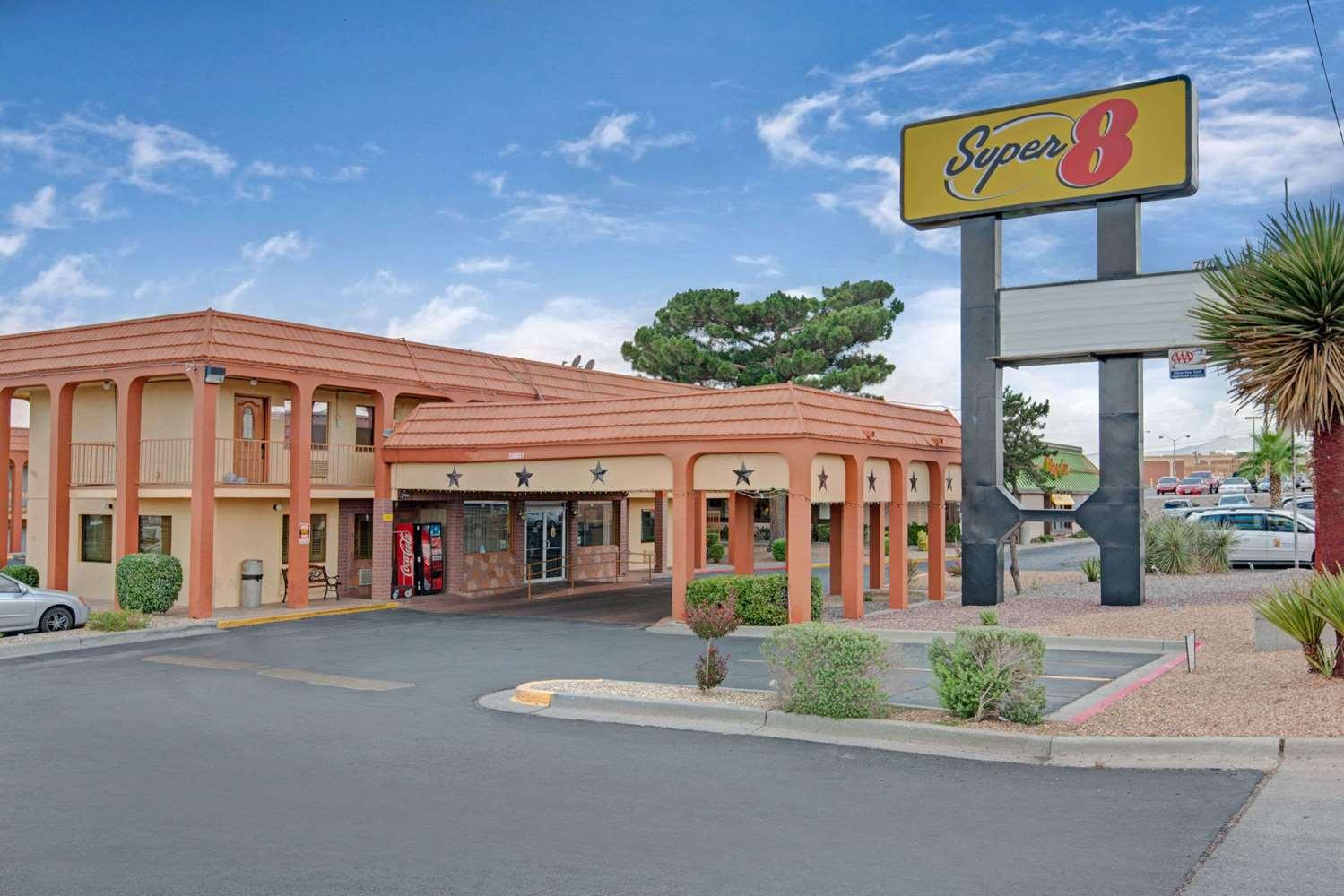 super 8 hotel airport el paso tx see discounts. Black Bedroom Furniture Sets. Home Design Ideas