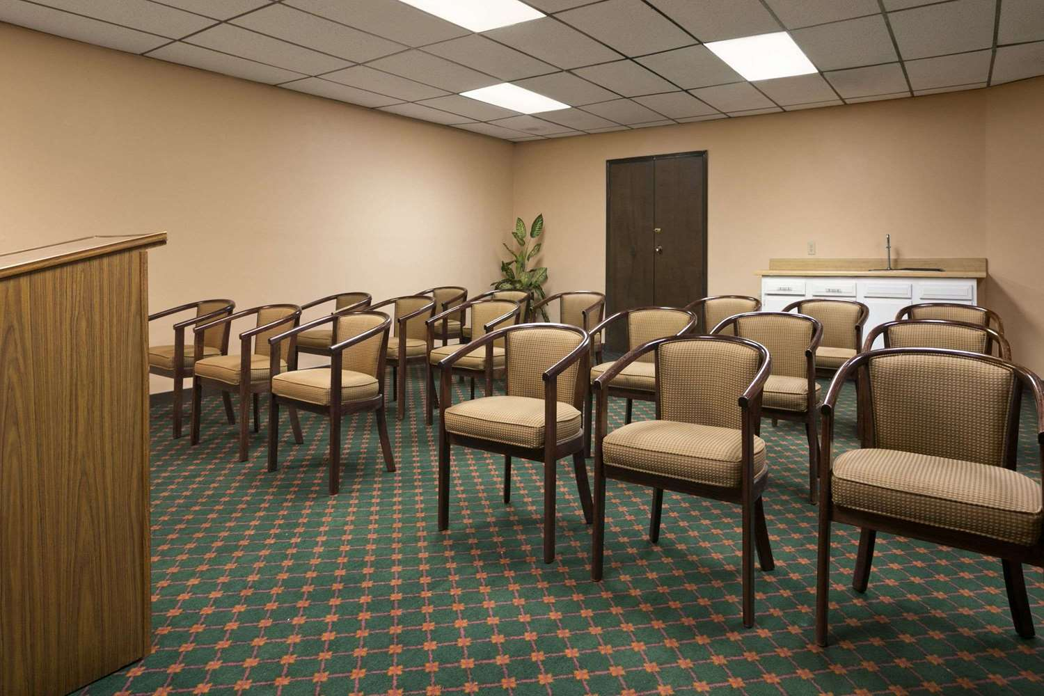 Meeting Facilities - Travelodge Inn & Suites Muscatine