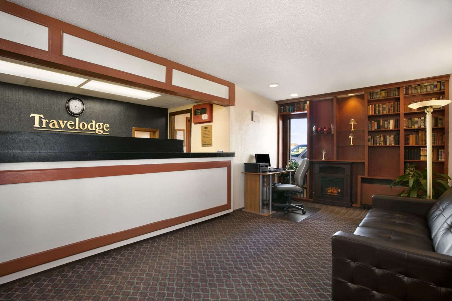 Lobby - Travelodge Inn & Suites Muscatine