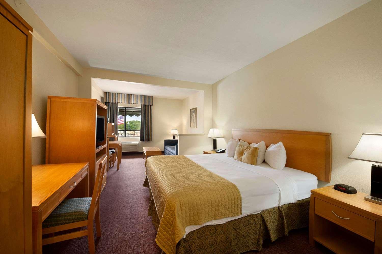 Suite - Ramada Inn Downtown Kissimmee