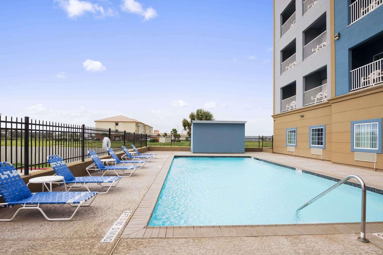 Pool - Days Inn & Suites Galveston