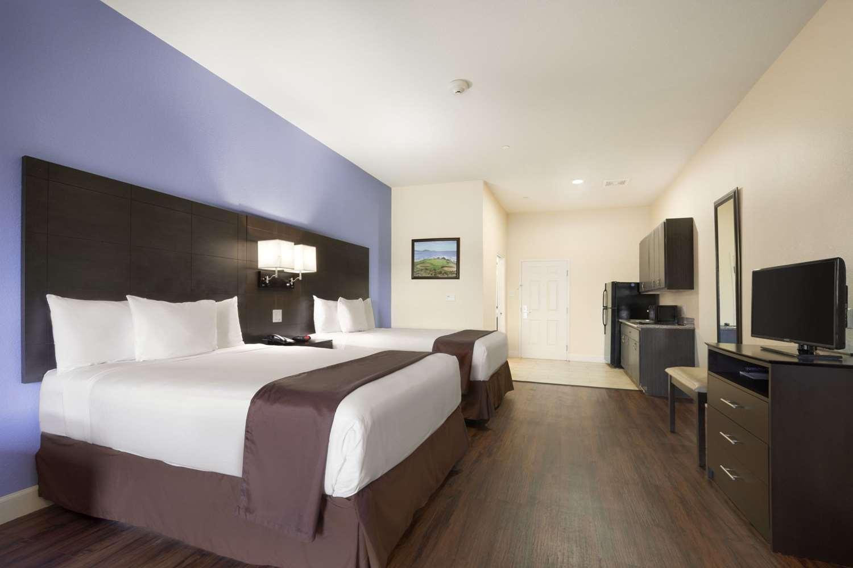 Suite - Days Inn & Suites Galveston