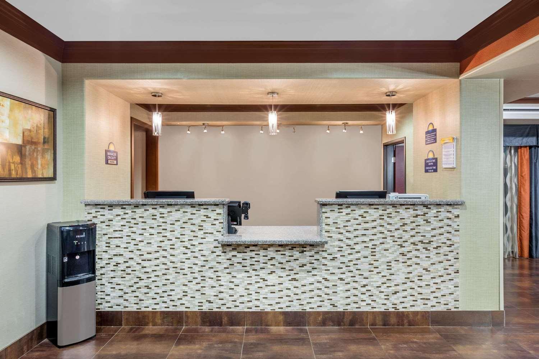 Lobby - Days Inn Dilley