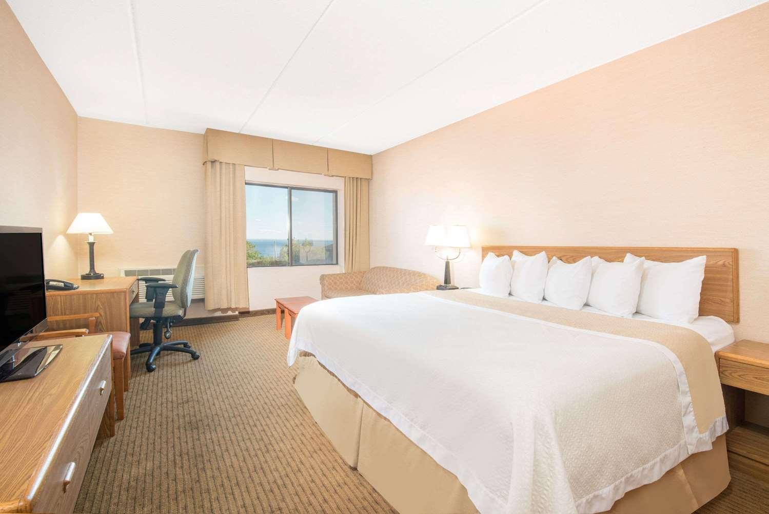 Room - Days Inn Duluth