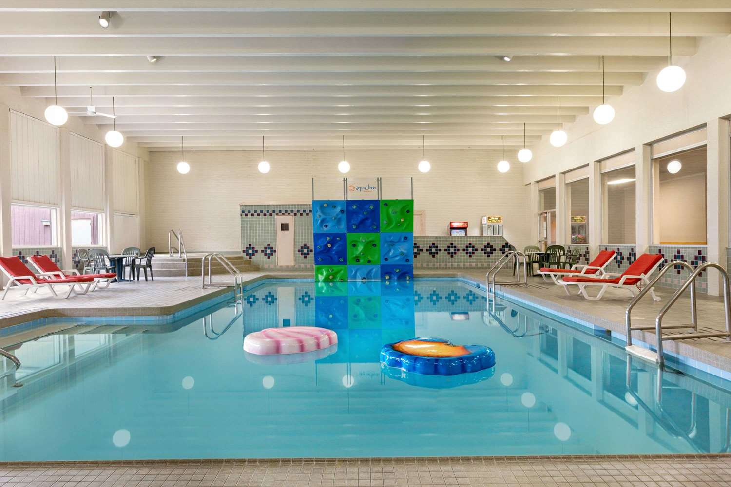 Pool - Ramada Inn Bismarck
