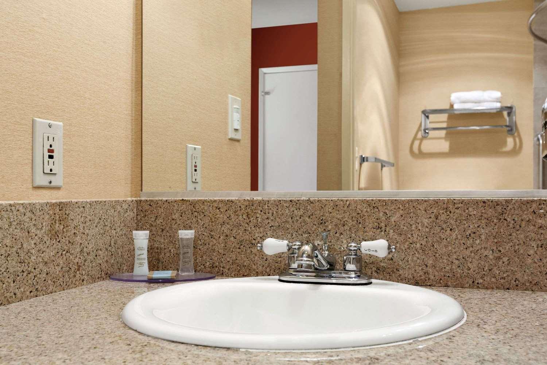 Room - Travelodge Inn & Suites Gardena
