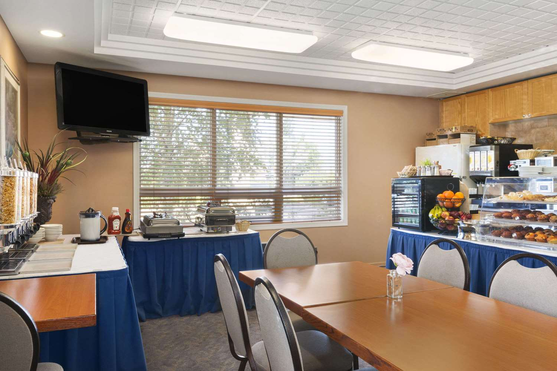 Restaurant - Travelodge Inn & Suites Spruce Grove