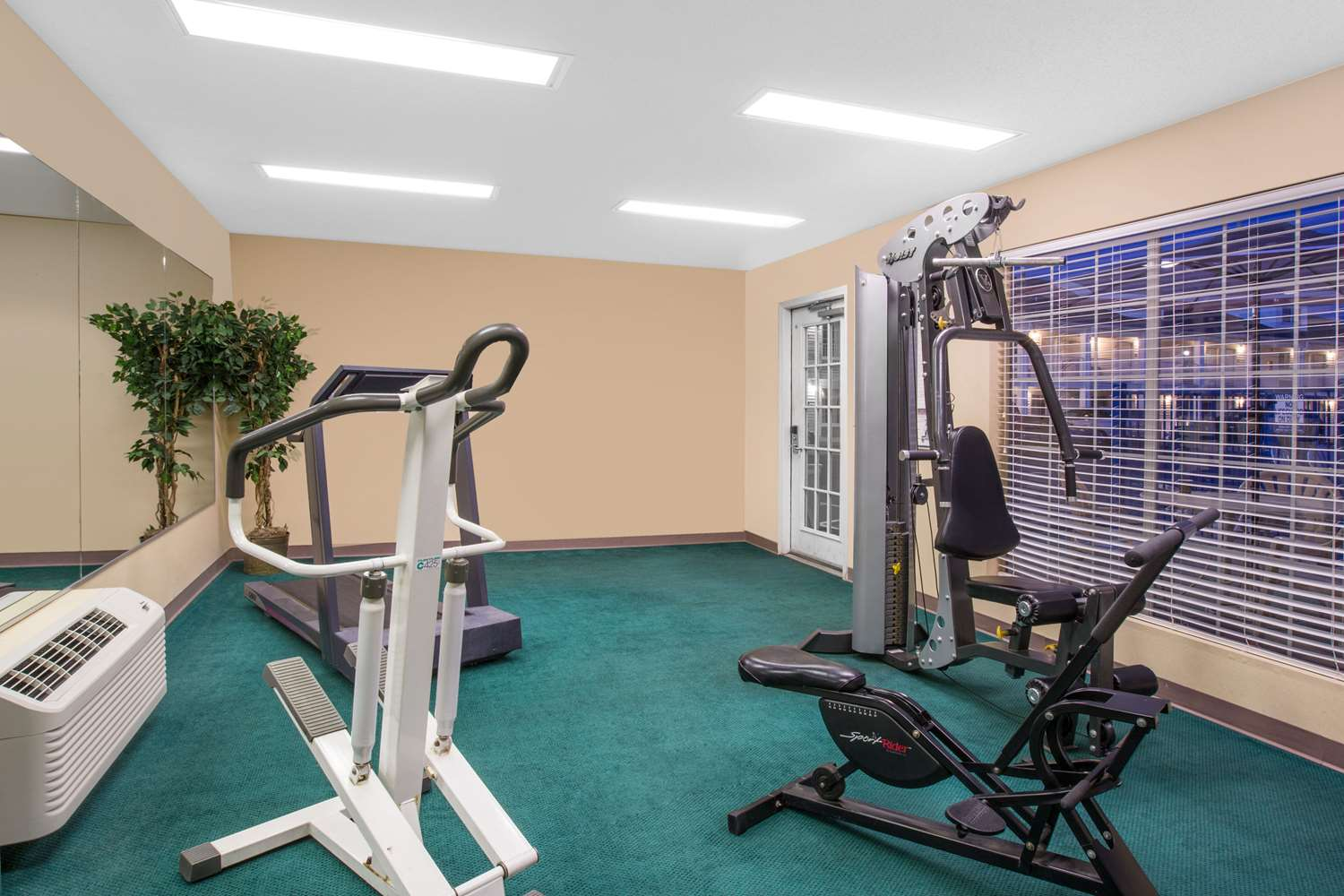 Fitness/ Exercise Room - Baymont Inn & Suites Tuscaloosa