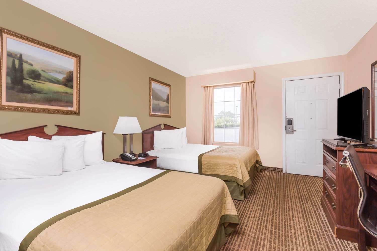Room - Baymont Inn & Suites Albany