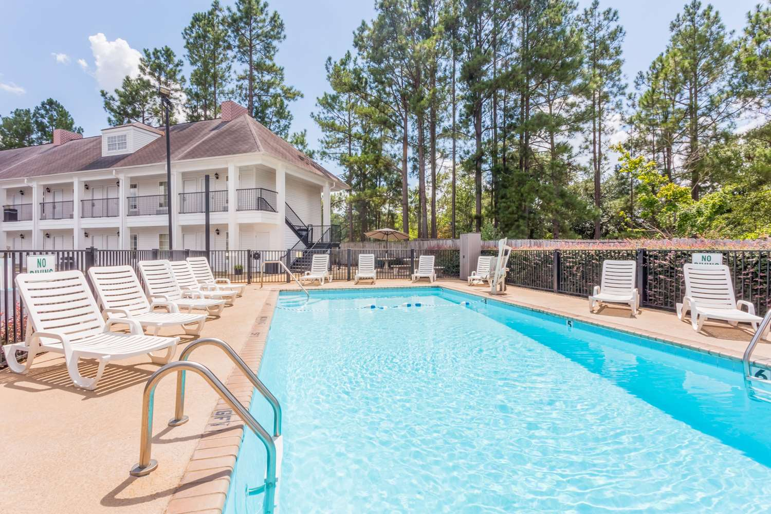 Pool - Days Inn Americus