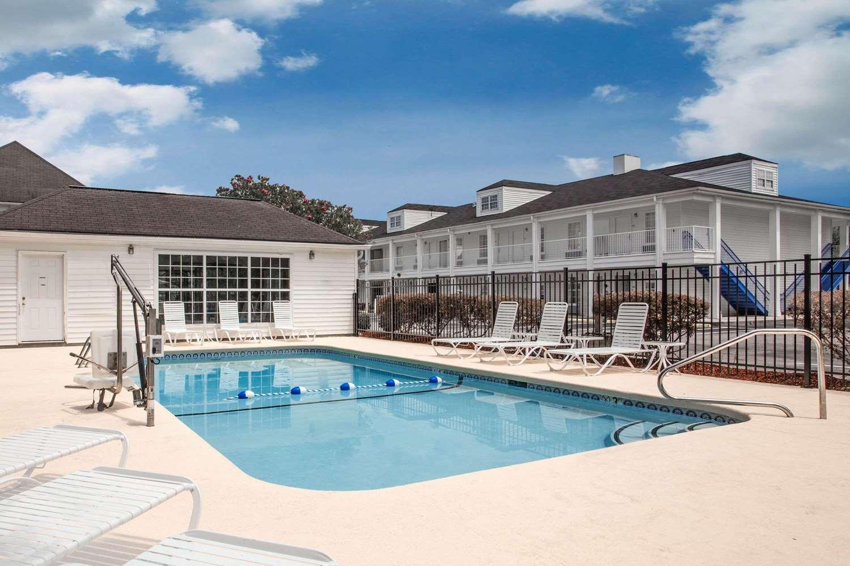 Pool - Baymont Inn & Suites Brunswick