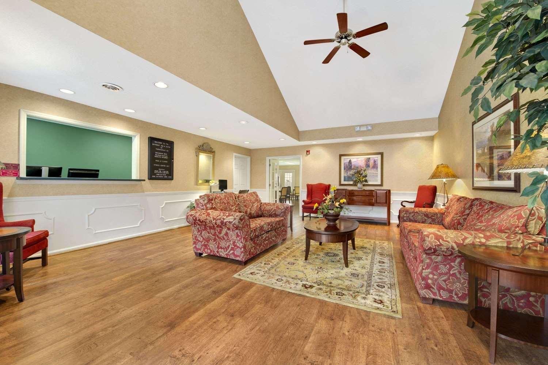 Lobby - Baymont Inn & Suites Thomasville