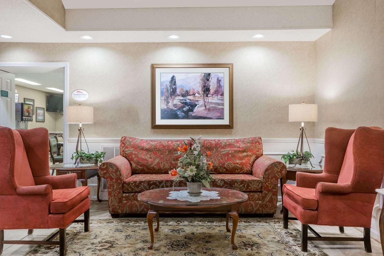 Lobby - Baymont Inn & Suites Waycross