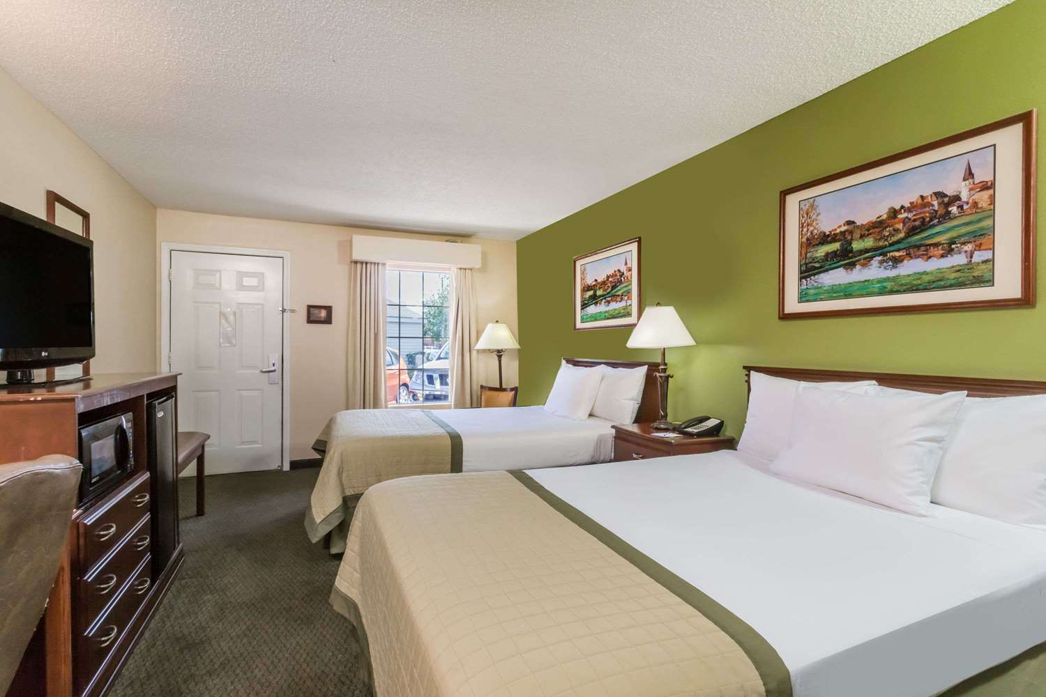 Room - Baymont Inn & Suites Waycross