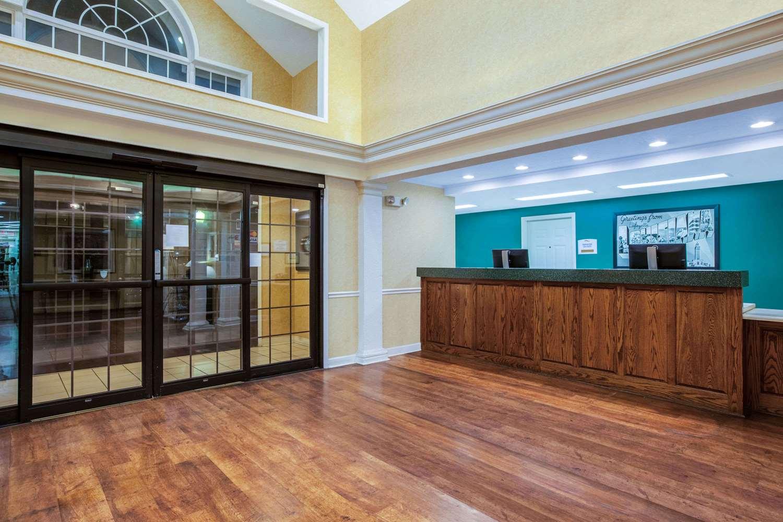 Lobby - Baymont Inn & Suites Lafayette