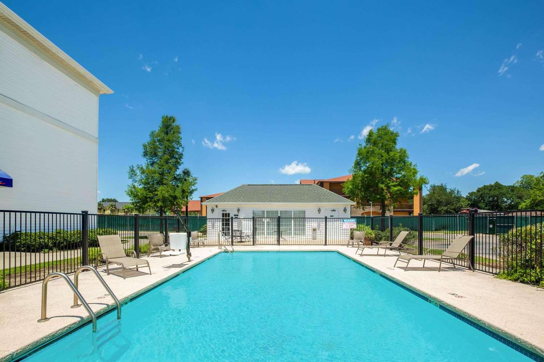 Pool - Baymont Inn & Suites Lafayette