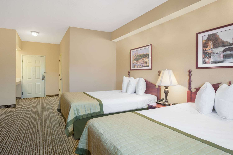 Room - Baymont Inn & Suites Lafayette