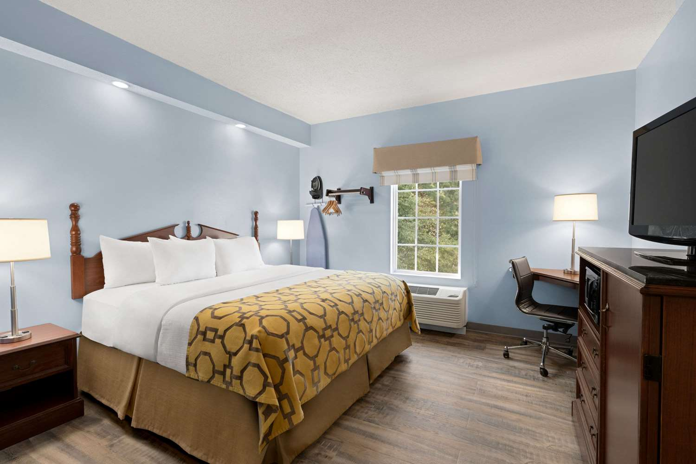 - Baymont Inn & Suites Henderson