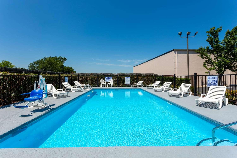 Pool - Baymont Inn & Suites Easley