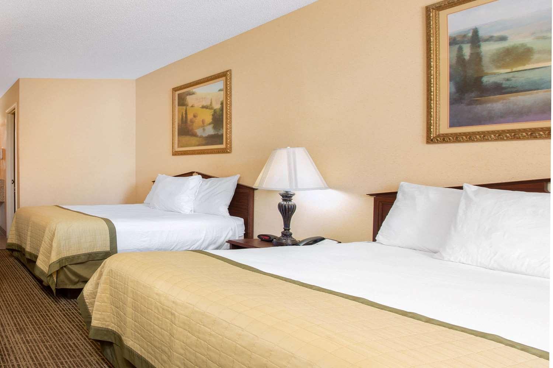 Room - Baymont Inn & Suites Easley