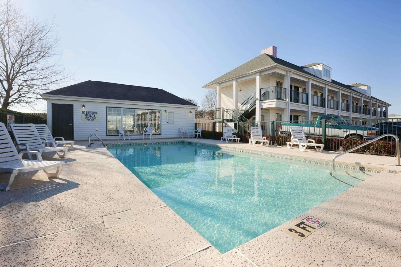 Pool - Baymont Inn & Suites Gaffney