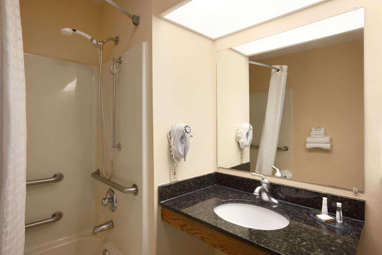 Suite - Baymont Inn & Suites Gaffney