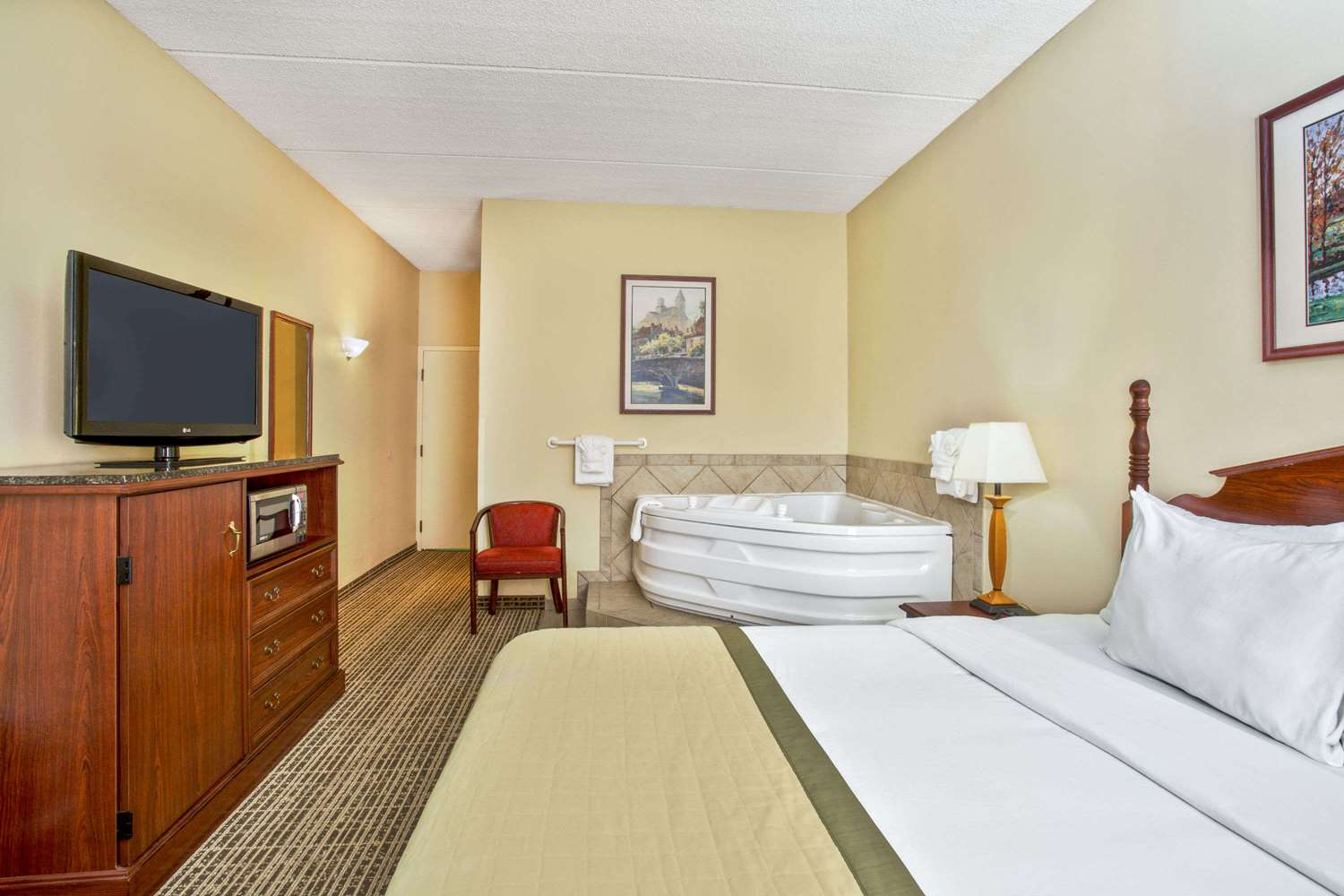 Suite - Baymont Inn & Suites Cedar Bluff Knoxville