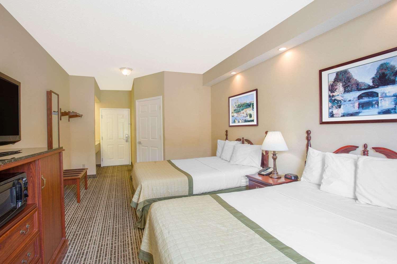 Room - Baymont Inn & Suites Martinsville