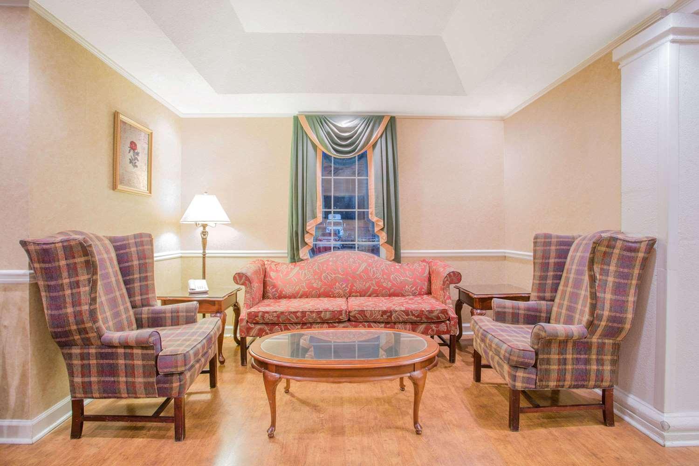 Lobby - Baymont Inn & Suites Martinsville