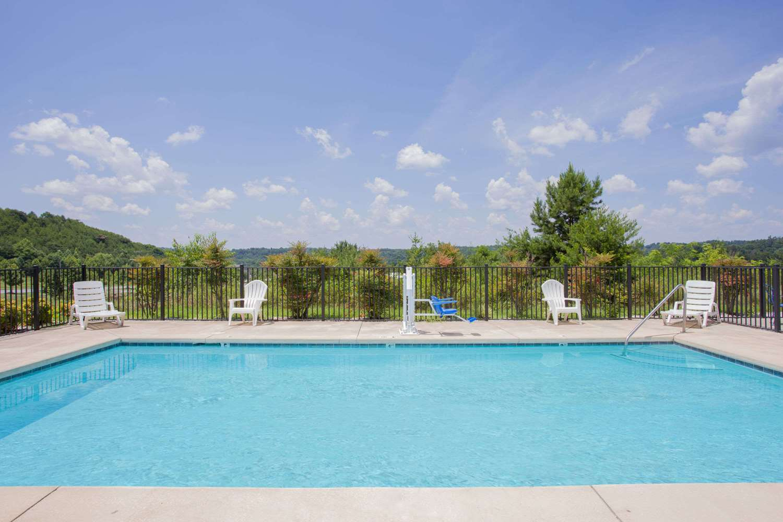 Pool - Baymont Inn & Suites Martinsville