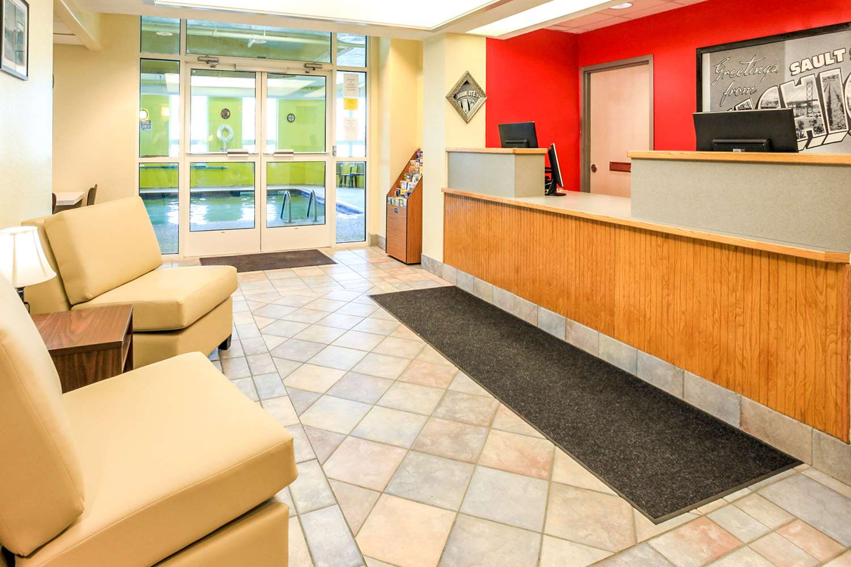 Lobby - Super 8 Hotel Sault Ste Marie