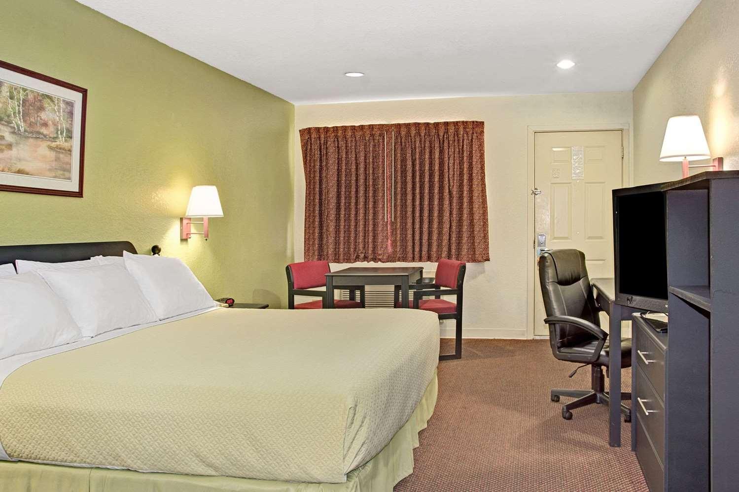 Room - Days Inn El Campo