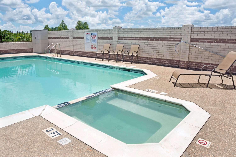 Pool - Days Inn El Campo