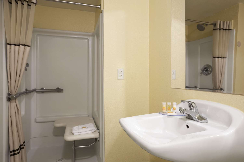 Room - Days Inn Downtown Denver
