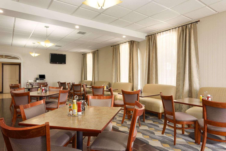 Wyndham Garden Airport Hotel Grand Rapids Mi See Discounts