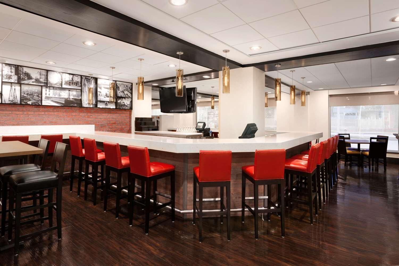 Bar - Wyndham Hotel Beacon Hill Boston