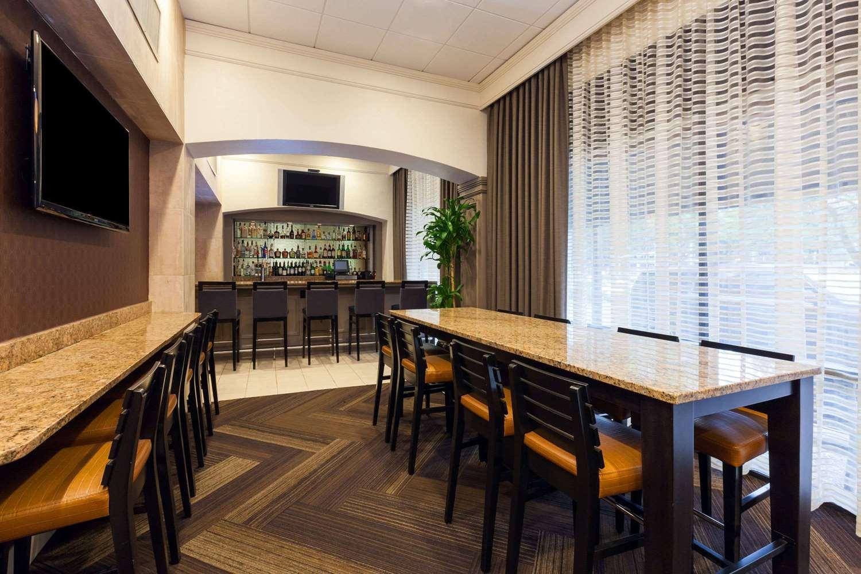 Bar - Wyndham Hotel & Suites Medical Center Houston