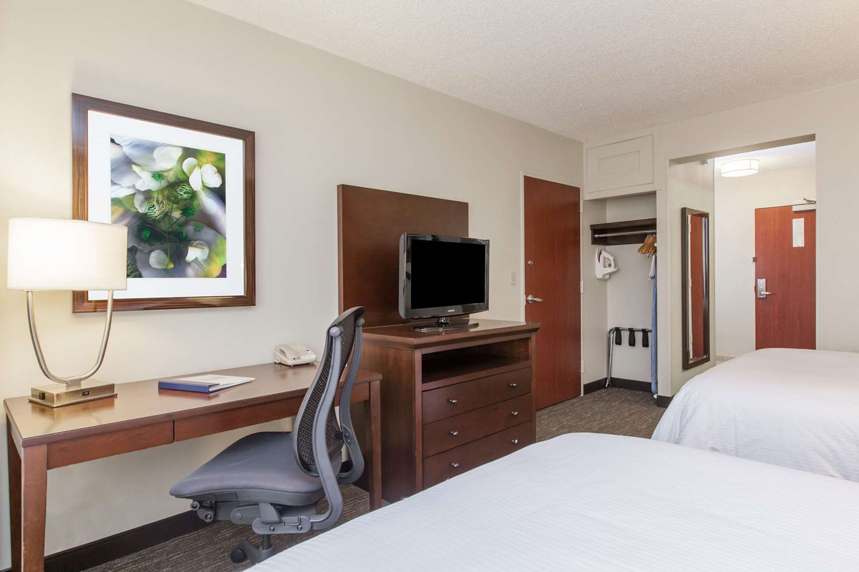 Room - Wyndham Hotel & Suites Medical Center Houston