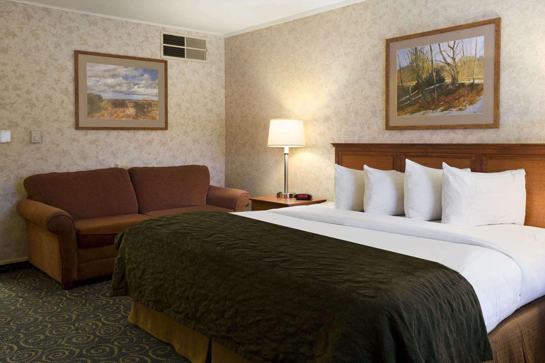 Suite - Days Inn & Suites Trinidad
