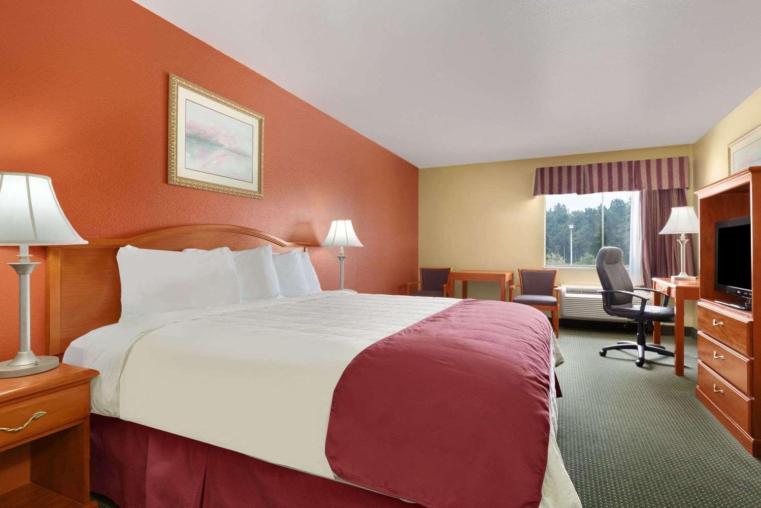 Room - Days Inn Lumberton