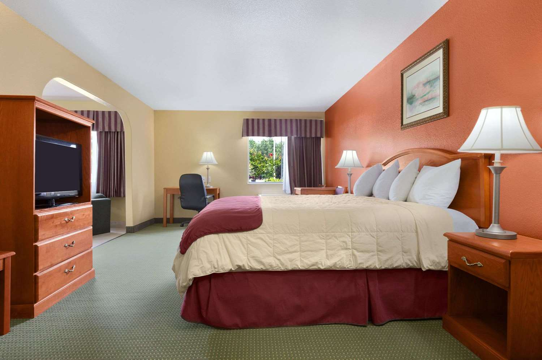 Suite - Days Inn Lumberton