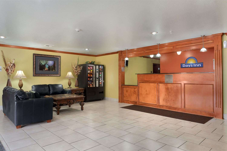 Lobby - Days Inn Lumberton