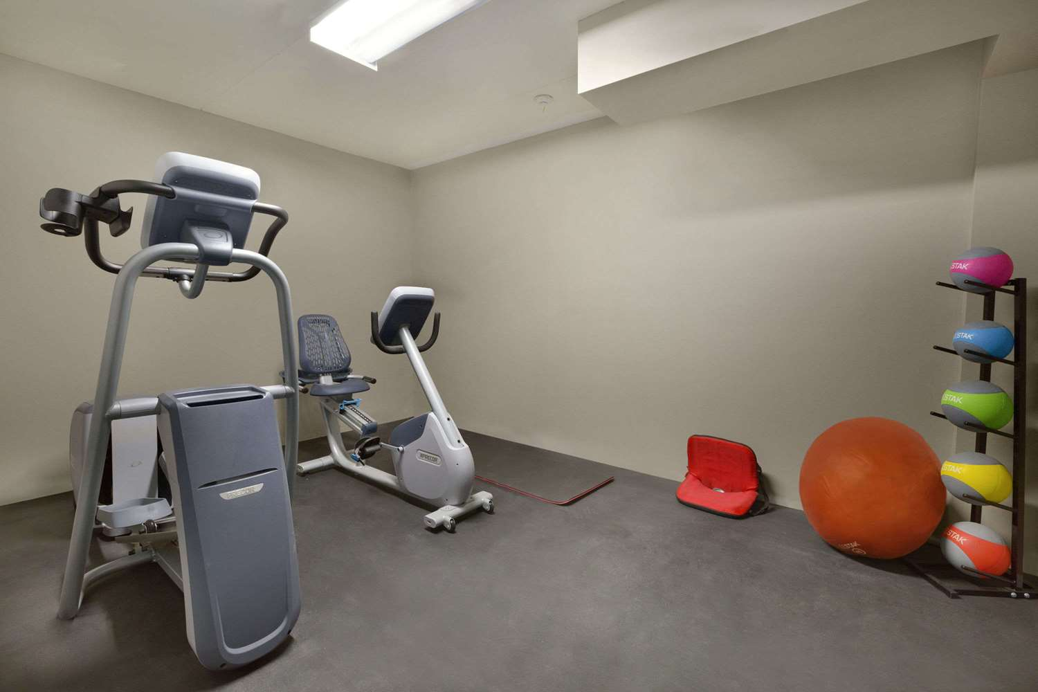 Fitness/ Exercise Room - Days Inn Whitchurch-Stouffville
