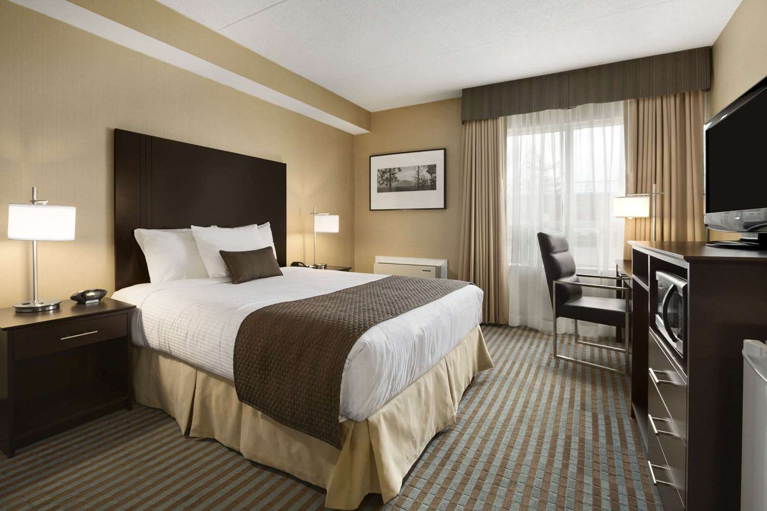 Room - Days Inn Whitchurch-Stouffville