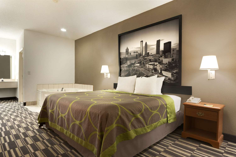 Suite - Super 8 Hotel Chatsworth