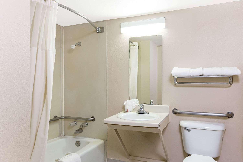 Room - Super 8 Motel Longview