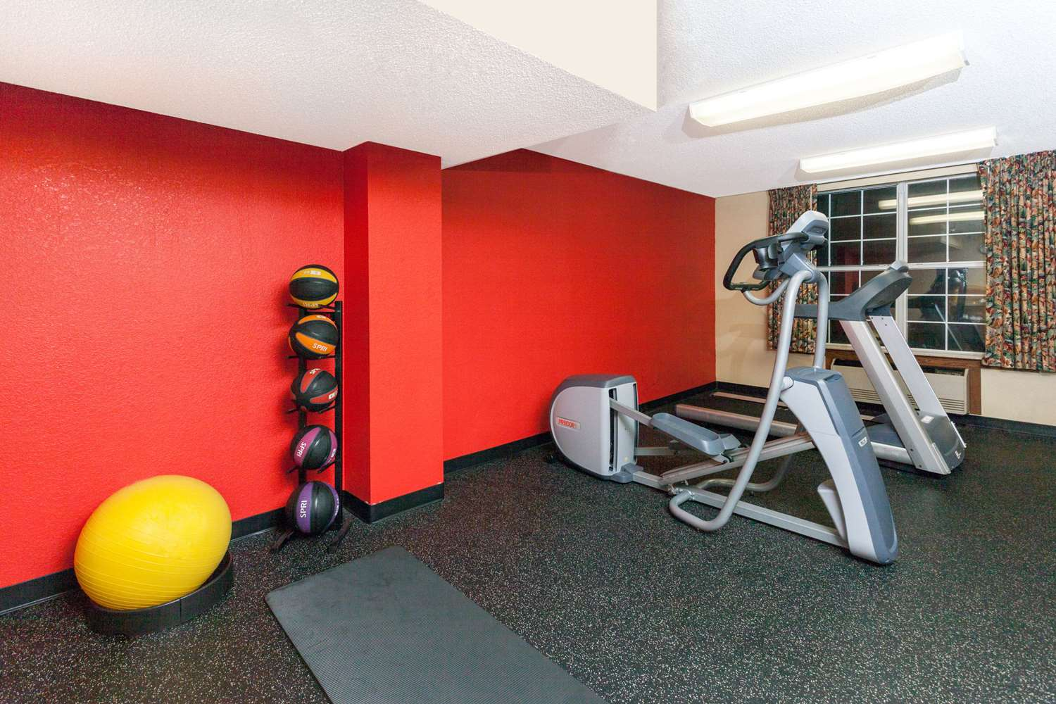 Fitness/ Exercise Room - Days Inn & Suites North Tucker
