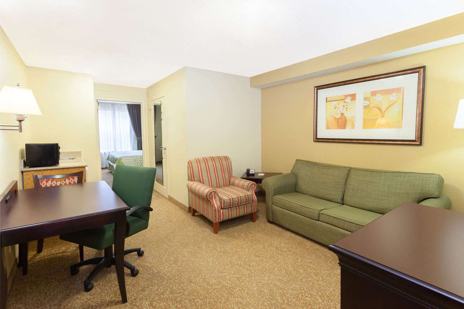 Suite - Days Inn & Suites North Tucker