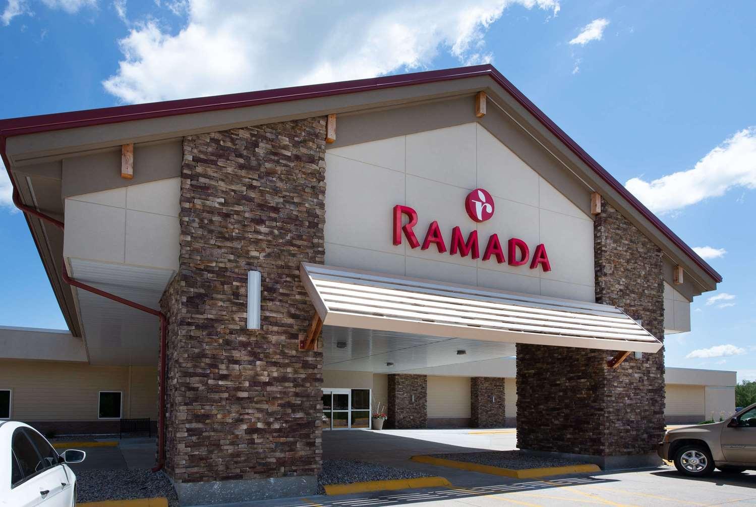 Ramada Columbus Hotel & Conference Center