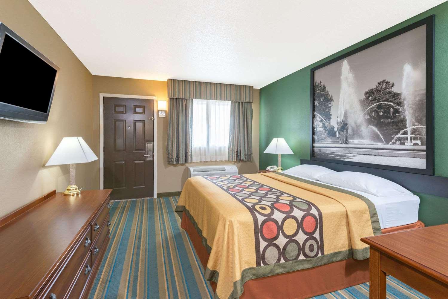 Room - Super 8 Hotel Greencastle